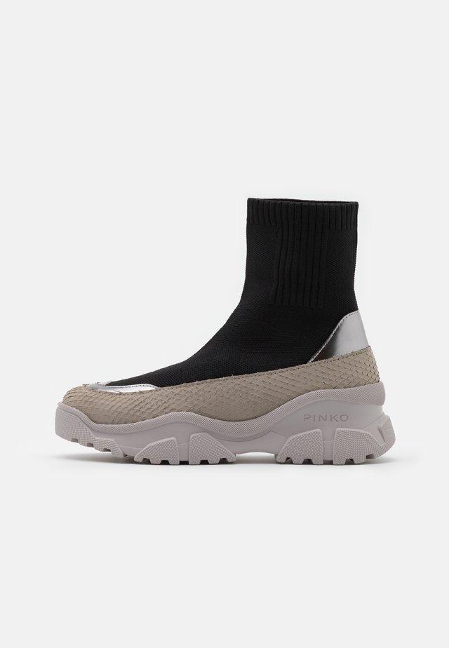 LOVE TREK BOOT - Platform ankle boots - nero limousine
