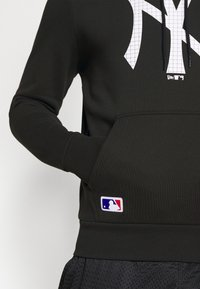 New Era - NEW YORK YANKEES MLB INFILL LOGO HOODY - Squadra - black - 4