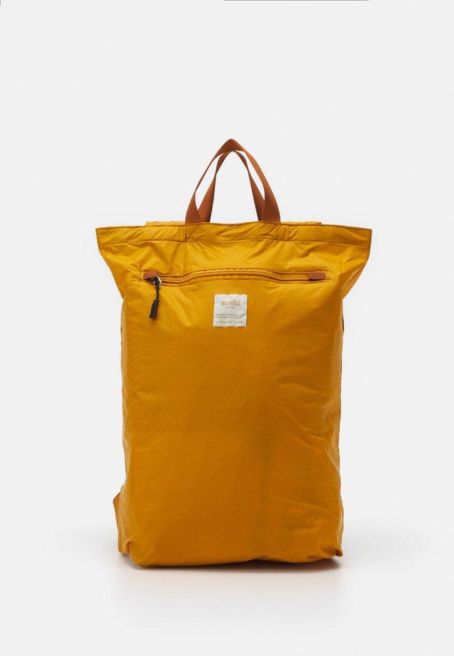 SIMPLE TOTE BACKPACK - Zaino - mustard