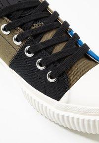 McQ Alexander McQueen - SWALLOW CAPSULE - Sneakersy niskie - khaki/skate/blue - 2