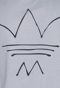 adidas Originals - ABSTRACT TEE UNISEX - Print T-shirt - halo silver - 7