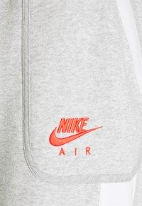 Nike Sportswear - Tracksuit bottoms - grey heather/summit white/infrared - 2