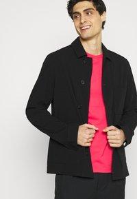 Lyle & Scott - PLAIN - T-shirt - bas - geranium pink - 3