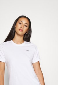 adidas Originals - T-shirts med print - white - 4