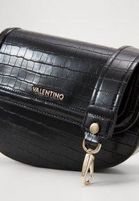 Valentino by Mario Valentino - BICORNO - Käsilaukku - nero - 4