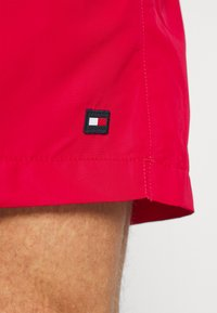 Tommy Hilfiger - LOGOLINE MEDIUM DRAWSTRING - Swimming shorts - red - 4