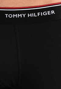 Tommy Hilfiger - PREMIUM ESSENTIAL LOW RISE HIP TRUNK 3 PACK - Panty - black - 3