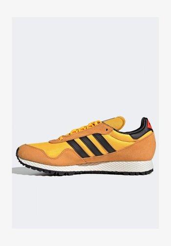 NEW YORK - Trainers - yellow / core black