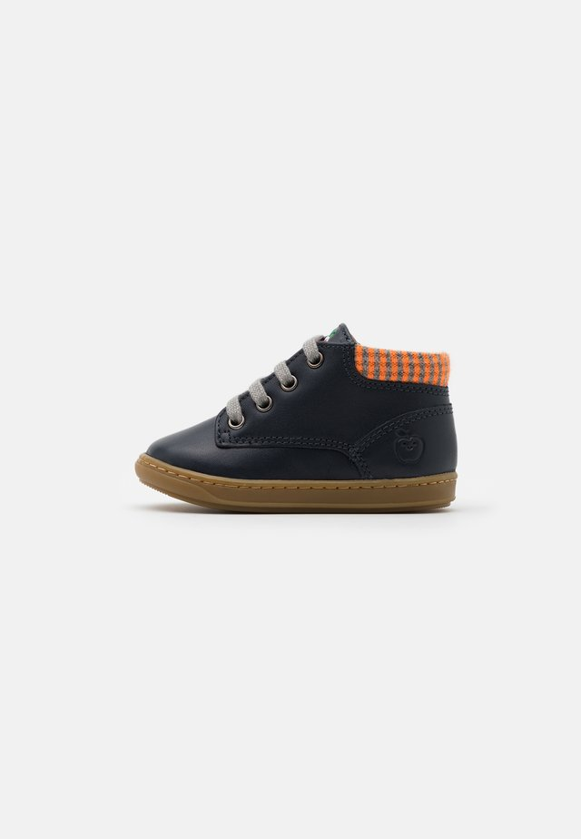 BOUBA ZIP DESERT - Lær-at-gå-sko - navy/grey/orange