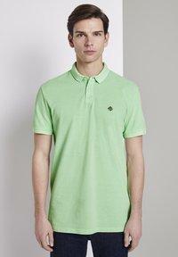 TOM TAILOR DENIM - POLOSHIRTS POLOSHIRT MIT PRINT - Polo shirt - soft neo green - 0