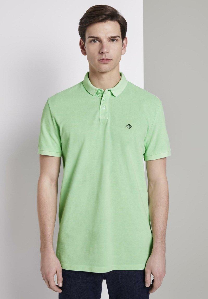 TOM TAILOR DENIM - POLOSHIRTS POLOSHIRT MIT PRINT - Polo shirt - soft neo green