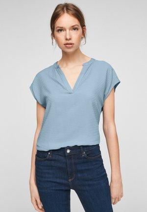 KURZARM - Print T-shirt - powder blue