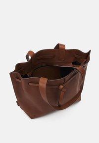 Marc O'Polo - GULIA - Tote bag - maroon brown - 2