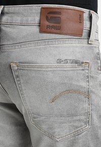 G-Star - 3301 SLIM - Džíny Slim Fit - kamden grey stretch denim light aged - 5