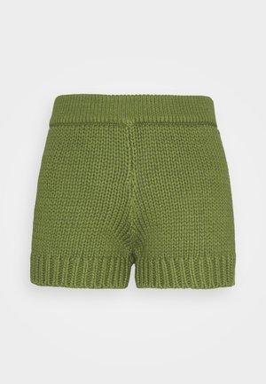 CHUNKY - Shorts - pest