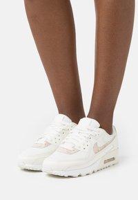 Nike Sportswear - AIR MAX 90 - Sneakers laag - sail/particle beige/white - 0