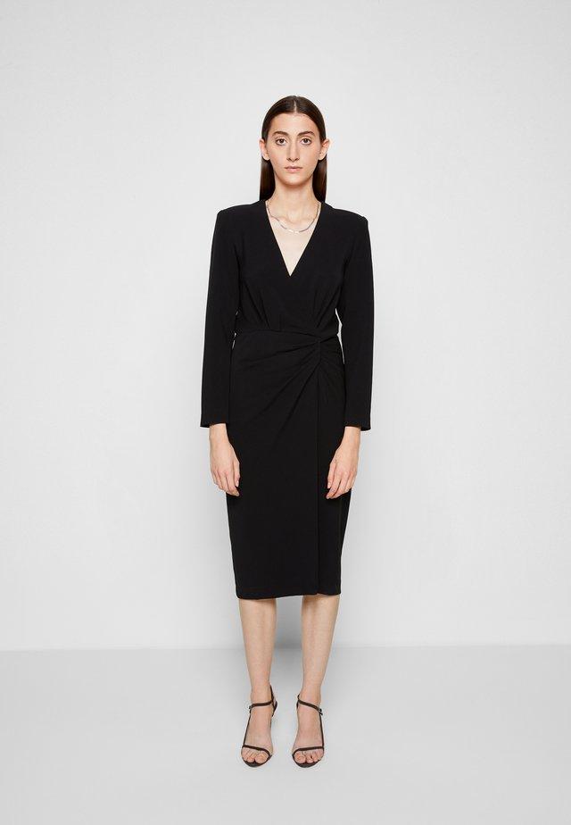 NEFA - Žerzejové šaty - black