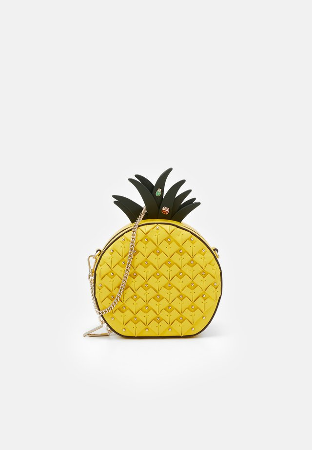 PICNIC PINEAPPLE CROSSBODY - Skuldertasker - light bulb