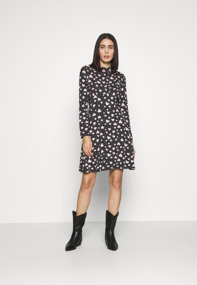 HEART SHIRT DRESS - Vestito di maglina - black
