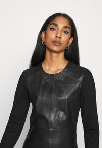 ONLY - ONLLENA DRESS - Denní šaty - black - 5