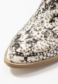 Alma en Pena - Ankle boots - white - 2