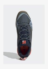adidas Performance - TERREX SKYCHASER LT BLUESIGN HIKING SHOES - Kletterschuh - blue - 2