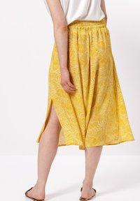zero - MIT PRINT - A-line skirt - yellow curry - 2