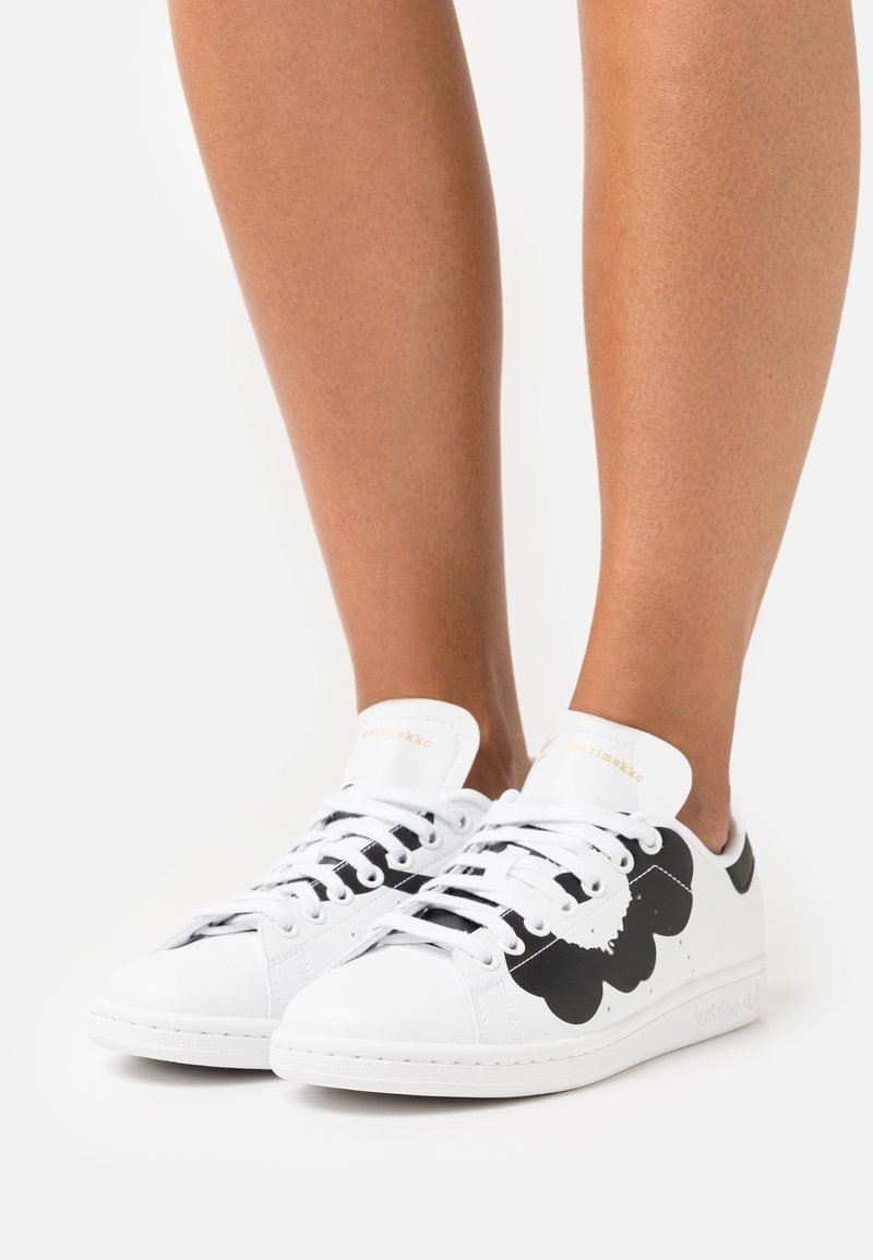 adidas Originals - STAN SMITH  - Matalavartiset tennarit - footwear white/core black/gold metallic