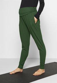 Cotton On Body - DROP CROTCH STUDIO PANT - Pantalones deportivos - khaki - 0