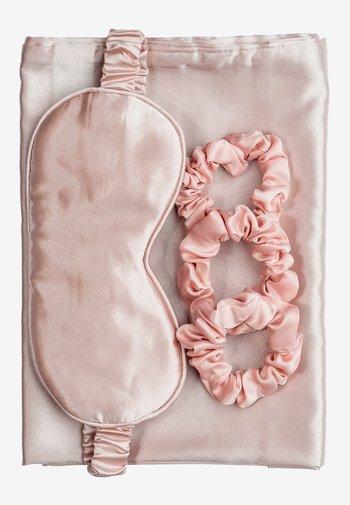 SILKY BEAUTY SLEEP COLLECTION  - Akcesoria do pielęgnacji - pink