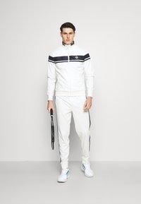 Sergio Tacchini - TRACK PANTS YOUNGLINE - Teplákové kalhoty - blanc de blanc/night sky - 1