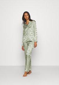 Loungeable - LEAF TRADITIONAL LONG SLEEVE AND LONG PANTS - Pyjamas - multi - 0
