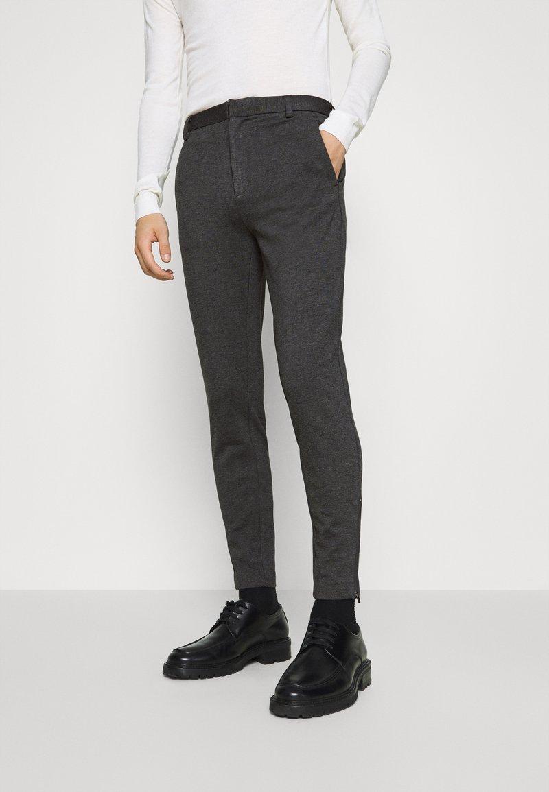 Bruuns Bazaar - POLITAN ZIP PANTS - Trousers - antracite