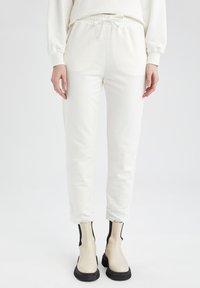 DeFacto - Pantalon de survêtement - ecru - 0