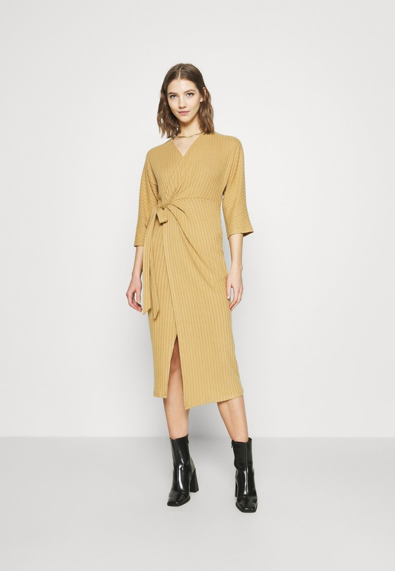 River Island - Pletené šaty - camel
