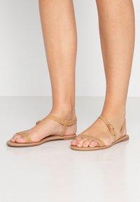 Rubi Shoes by Cotton On - EVERYDAY BELLA WRAP  - Sandaalit nilkkaremmillä - tan - 0