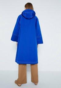 Uterqüe - Trenchcoat - neon blue - 1