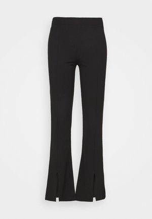 JDYPRETTY FLARE SLIT PANT  - Kalhoty - black