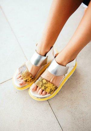 LOUISA - Platform sandals - moustard