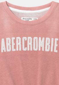 Abercrombie & Fitch - TECH CORE PATTE - Print T-shirt - pink - 2