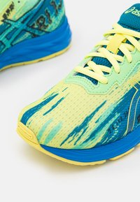 ASICS - GEL-NOOSA TRI 13 UNISEX - Competition running shoes - glow yellow - 5