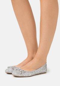 Dorothy Perkins - Ballerina - glitter silver - 0