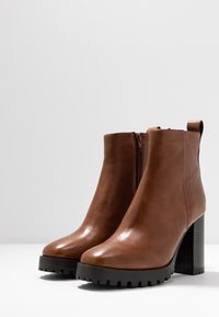 Steven New York - JONNIE - High heeled ankle boots - cognac - 4