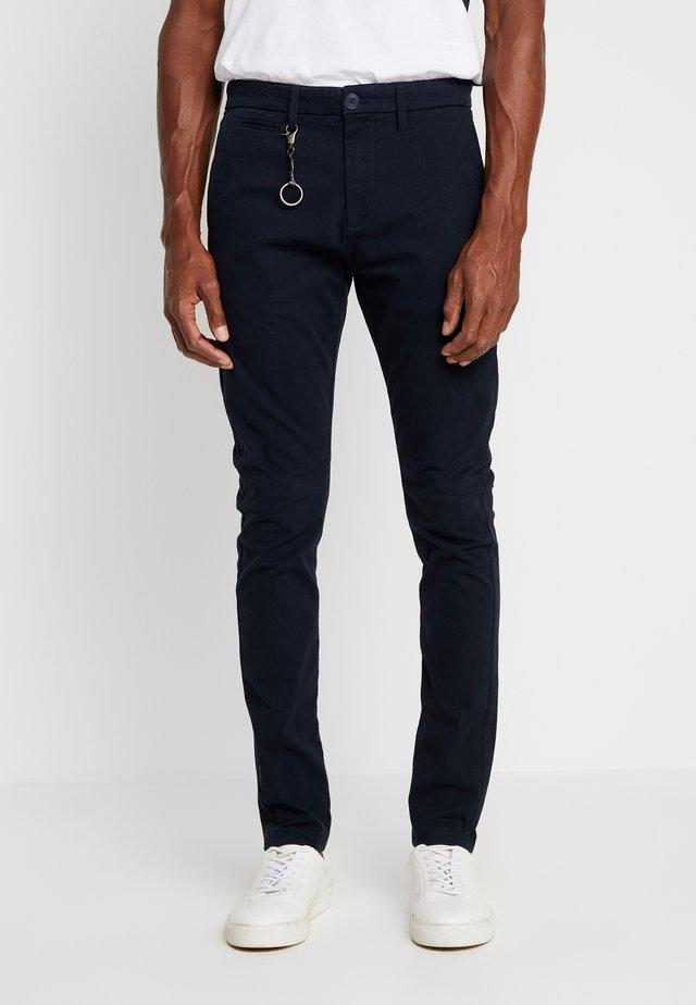 POBOBBY - Pantalones chinos - marine