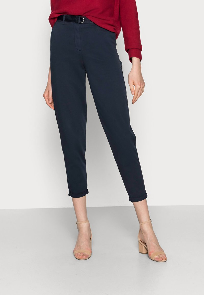 Tommy Hilfiger - BLEND BELT TAPERED CHINO PANT - Chinos - blue