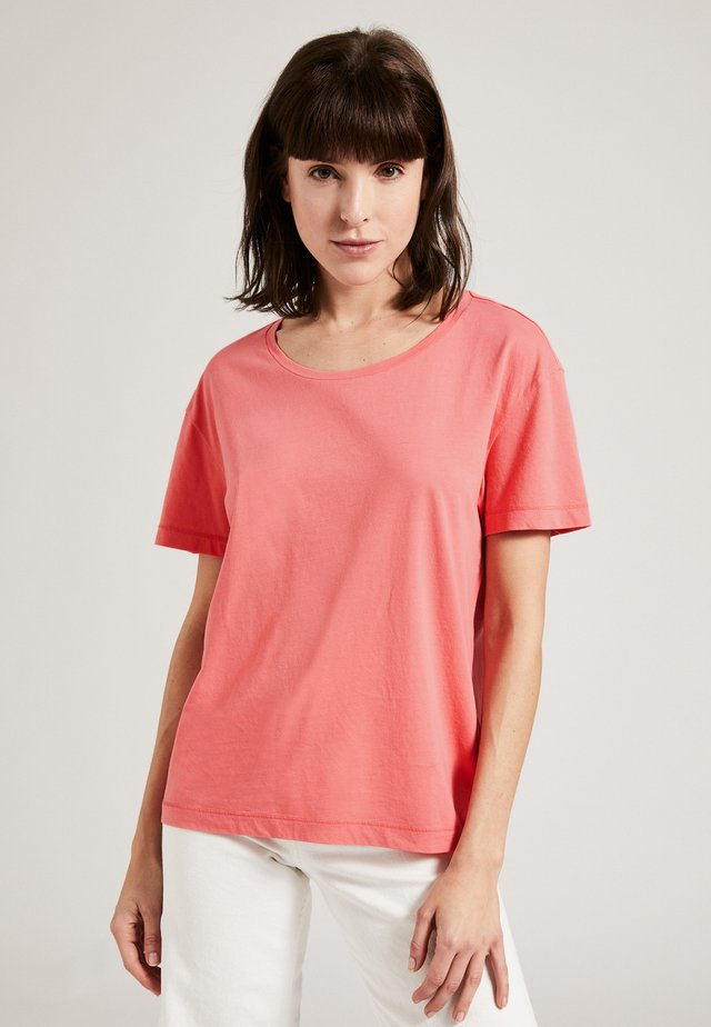 THE ROUND NECK BOXY - T-shirt basic - coral