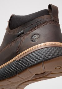 Timberland - CROSS MARK GTX CHUKKA - Lace-up ankle boots - potting soil - 5