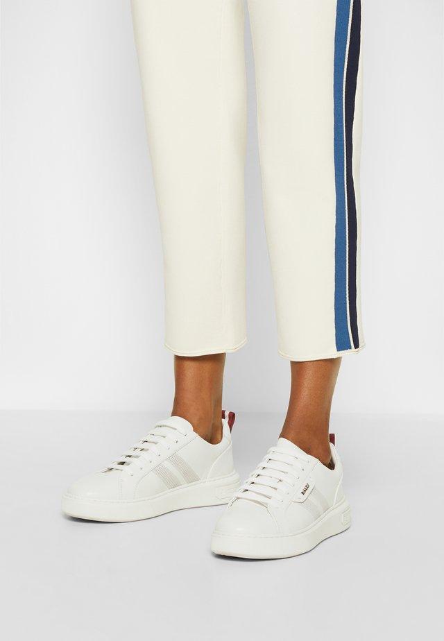 MAXIM - Sneakersy niskie - white