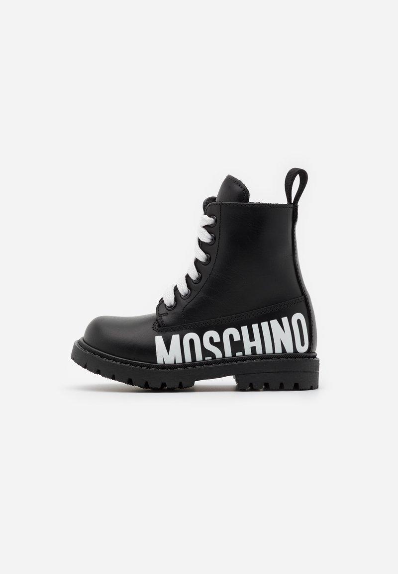 MOSCHINO - Šněrovací kotníkové boty - black/white