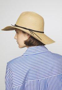 Anna Field - Hatt - tan - 1